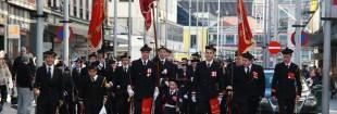 FSW-alliansen, Fjeldets; Skutevikens og Wesselengens, marsjerer side om side på vei fra Bergen kino