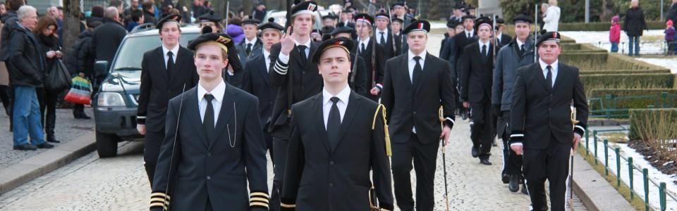 Nordnæs Bataillon i kjent stil på vei ned Øvre Ole Bulls plass.