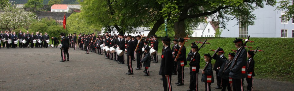 Dræggens oppstilt på Bergenhus Festning