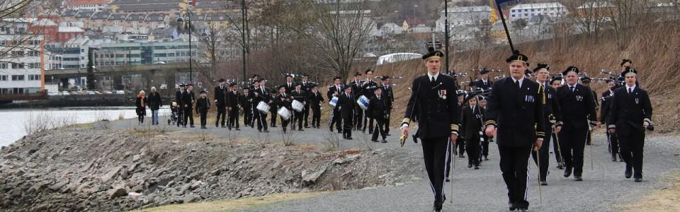 Nygaards Bataljon marsjerer ved store lungegaardsvann